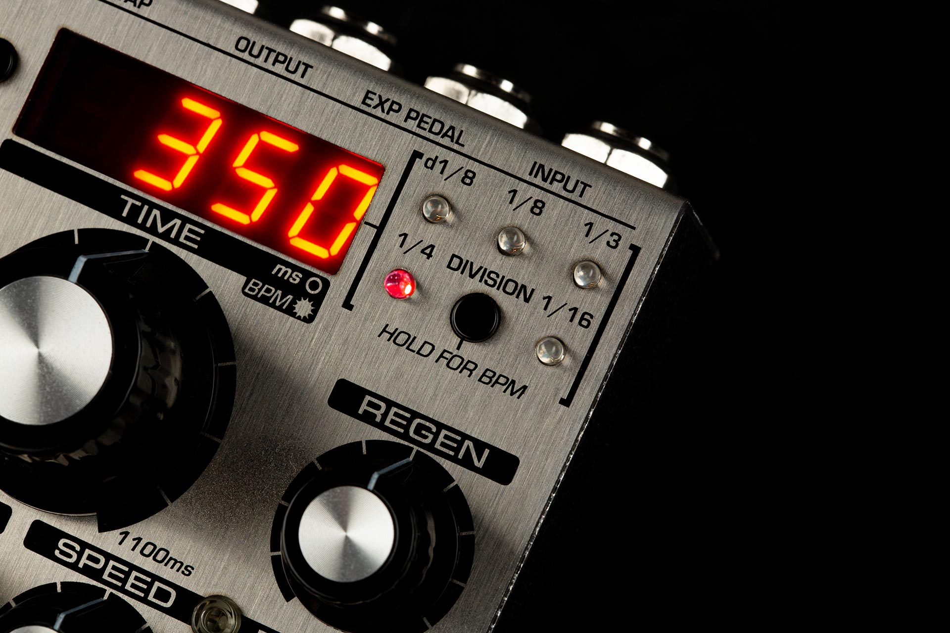 Discovery Delay features modern controls.